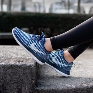 Nike Shoes - Nike Roshe Flyknit Sneakers