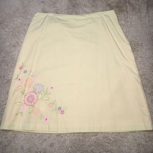 Dresses & Skirts - Embroidered Fully Lined Mini Skirt. Size: 14P