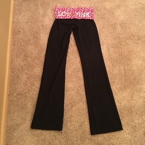 NEW VS PINK pink leopard bootcut yoga pants in S