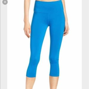 ALO Yoga Pants - High waisted airbrush Capri (bright blue)