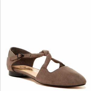 Callisto Shoes - Callisto Twist Strap Flats