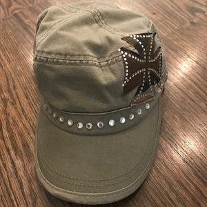 Cute army green hat!
