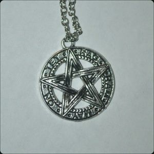 Jewelry - Silver Pentagram Necklace ⭐