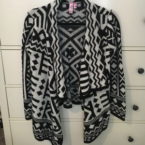 Sweaters - Super Soft and Flowy Tribal Print Sweater