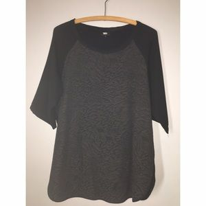Black Raglan Animal Print Tunic Sz L
