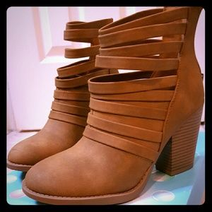 Soda Shoes - Strappy ankle boots