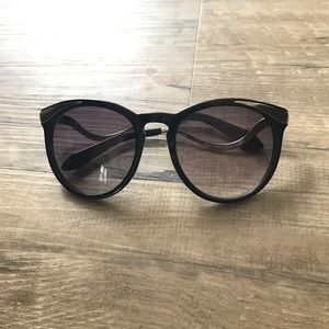 House of Harlow 1960 Accessories - House of Harlow Black sunglasses with metal accent