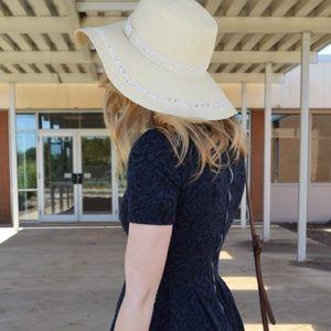 Accessories - Cream colored sun hat