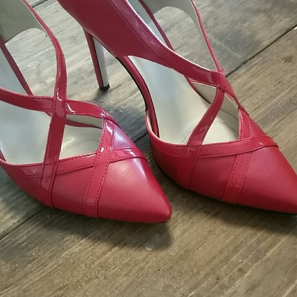 Shoes - Red criss cross pumps