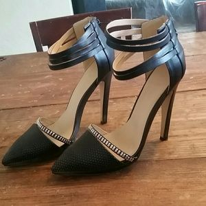 Shoes - Black pumps with studs