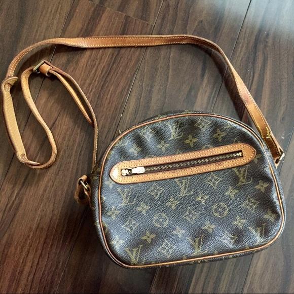 Louis Vuitton Handbags - Louis Vuitton vintage monogram cross body bag 4c2af1cb12dc9