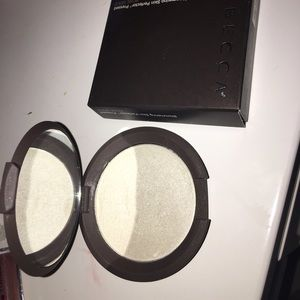 BECCA Other - Becca highlighter ✨ pearl