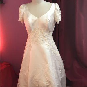 Mori Lee Dresses & Skirts - Mori Lee Size 22 White Wedding  Dress and Veil