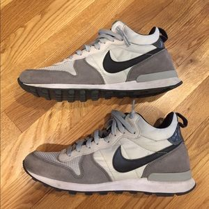 new product 60bfe a0ab2 Nike Shoes - J.Crew Nike Internationalist Mid Sneaker 9.5