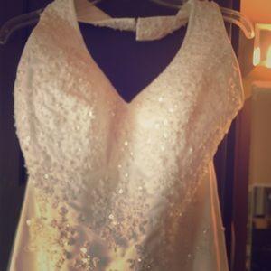 Wedding dress. New Mori Lee