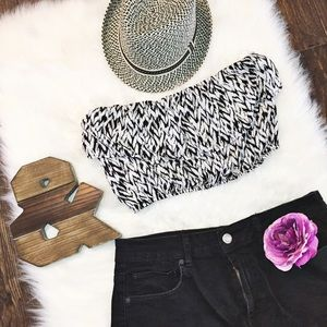 Tops - Strapless cropped top • black and white print