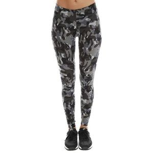 Nike Pants - NWOT Nike camo leggings