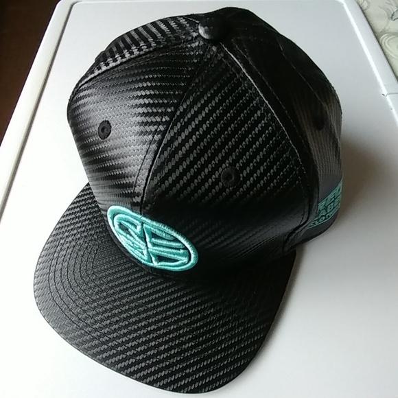 NWOT Carbon Fiber Hawaiian Snapback Hat. M 58eab9e1fbf6f936280211af 145294a2ae5