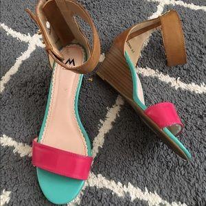 Color block wedge sandals 😻