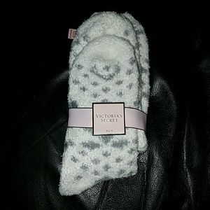 Victoria's Secret Accessories - Last chance! Nwt! Victoria's Secret Fuzzy Socks