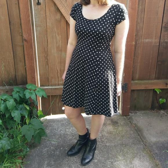 fa0110963e Uniqlo built in bra flared dress with polka dots. M 590e76274e8d179cf60904e3