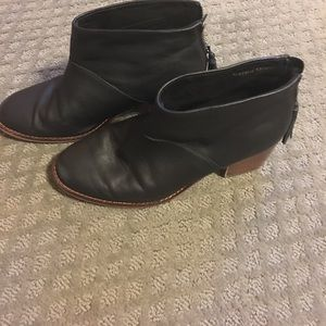 Toms black leather boots with zipper back