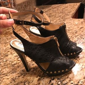 Dereon Shoes - Dereon black and gold heels