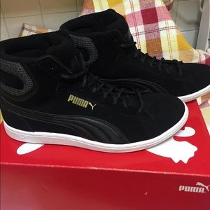 sale retailer 188a9 2a553 Puma Shoes - 💥Puma Vikky Mid Twill Sneakers 💥