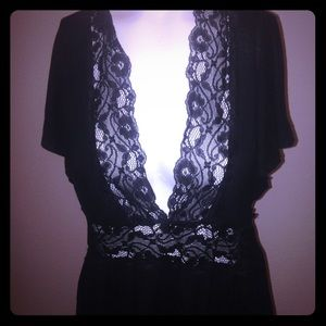 ❌SOLD❌Black lace tunic top