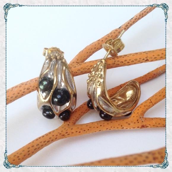 ☀️ Anitanja 18k Gold Driftcone J Hoop Earrings