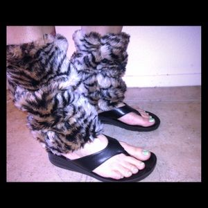 Tiger stripe leg warmers animal print