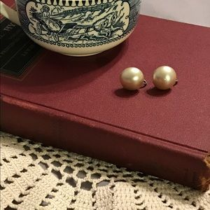 Jewelry - 🎉Host Pick 4/10🎉 Vintage screw back earrings