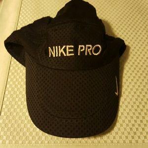 Nike Accessories - Nice Nike pro cap
