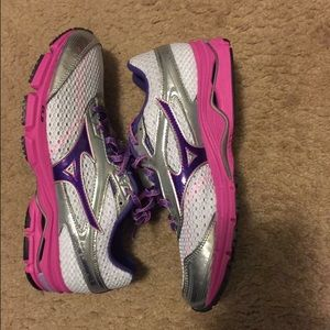 Mizuno Shoes - New Mizuno shoes. Women size 10