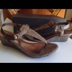 Kenneth Cole Reaction Shoes - Kenneth Cole Embellished wedge thong sandal snake