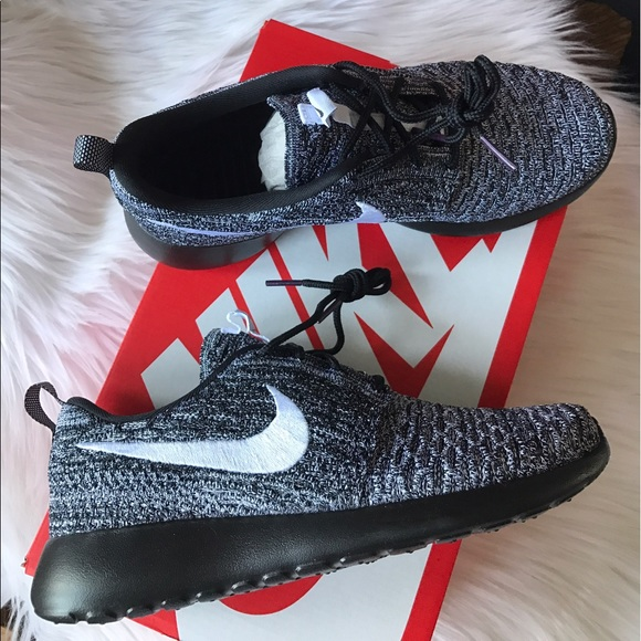 3c2dc9ed5ec6 Nike Roshe One Flyknit Sneakers