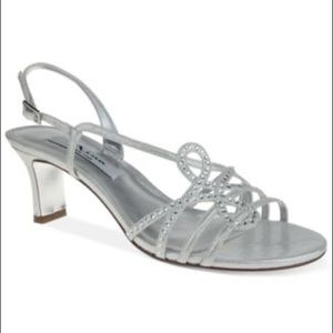 Nina Shoes - New!! 💕 Nina garland silver evening sandals!
