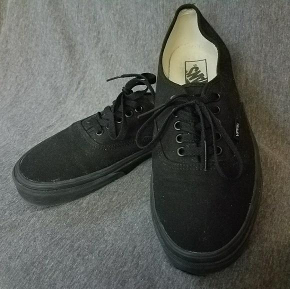 d66892e8a3 Black Vans Authentic Shoes. M 58eba80cbcd4a7d3ba008512