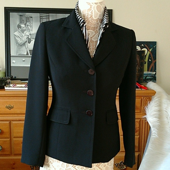 This is a beautiful Jones New York Petite herringbone pant suit with the front blazer pockets still sewn shut. The slacks have no pockets. Top of collar to bottom of jacket:
