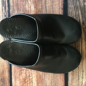 Dansko Shoes - Dansko leather clogs