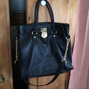 Michael Kors Handbags - 💟Black MK Hamiliton Bag💟