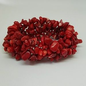 Red Coral stretch bracelet. ⚘