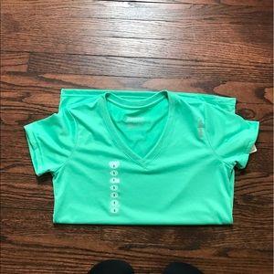 Reebok Tops - Reebok workout shirt