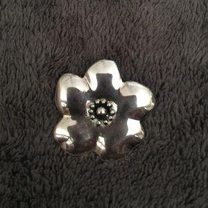 Jewelry - SOOO PRETTY Sterling silver flower pendant