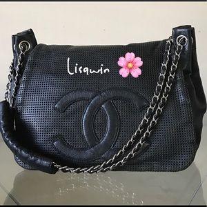 CHANEL Handbags - 💯% Authentic Chanel CC Flap Bag🌸