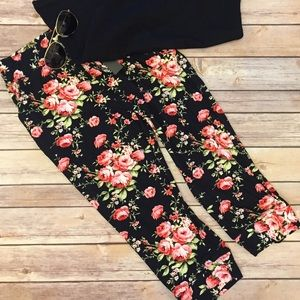Pants - New! Floral Drawstring Capri w/Pockets