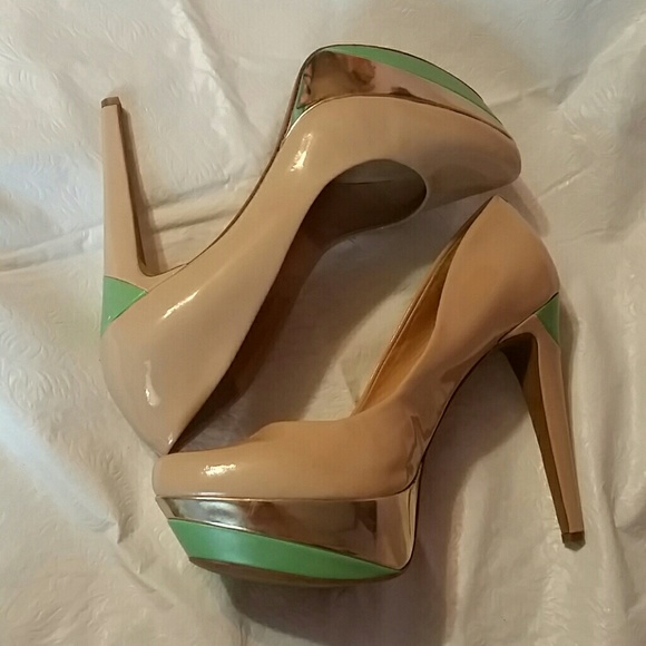 5f9deeb28ed Jessica Simpson platform heels (T1)