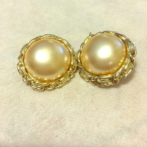other Jewelry - Vintage Pearl Earrings