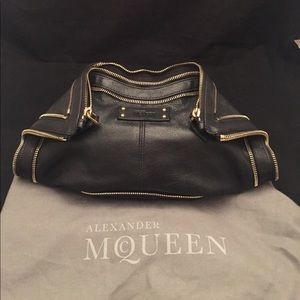 Alexander McQueen Handbags - Alexander McQueen de Manta RARE 2 Zipper clutch