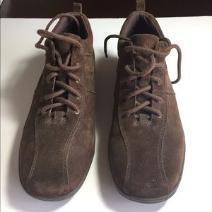 Easy Spirit Shoes - Brown short boots.